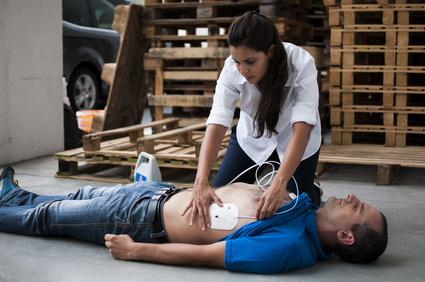 Utilisation d'un défibrillateur